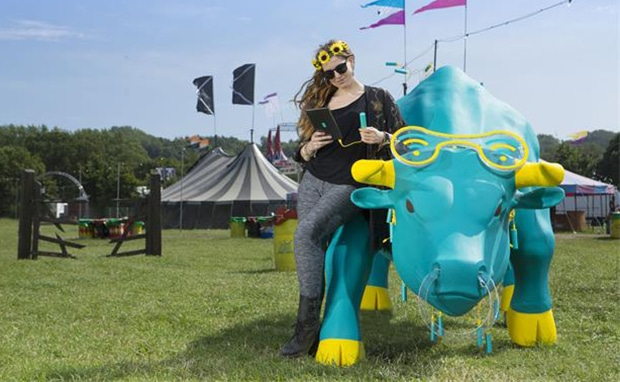 EE CHARGING BULL, GLASTONBURY 2015